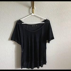 Versona black v-neck tee